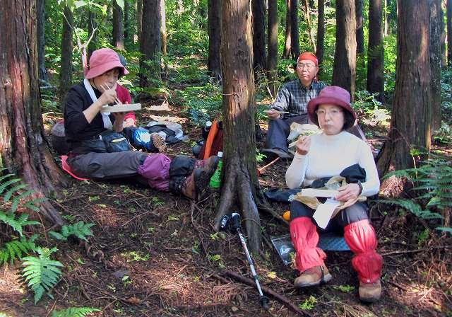 71.立花山先で昼食1