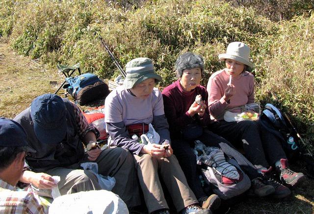 34.山頂で昼食B.jpg
