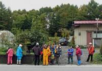 a-01.一本木でバスを待つ