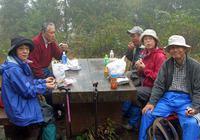 a-14.足和田山頂で昼食3