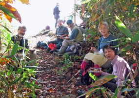 022_21.尼ケ禿山山頂で昼食4