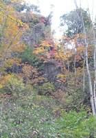 066_66.絶壁と紅葉