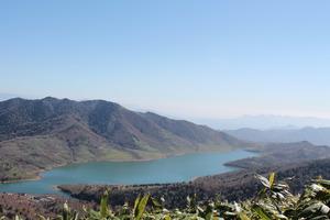 28野反湖全景と八間山