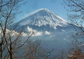 28.雪煙の富士山