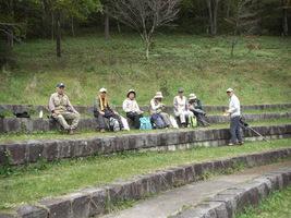 17.湖畔の宿公園で昼食