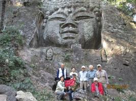 05.長厳寺の巨大磨崖仏と一緒に1